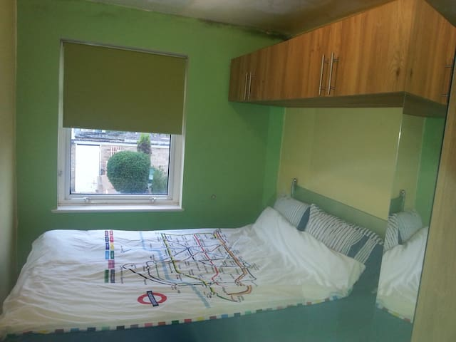 Room in Harlow, near Stansted Airport - Harlow - House
