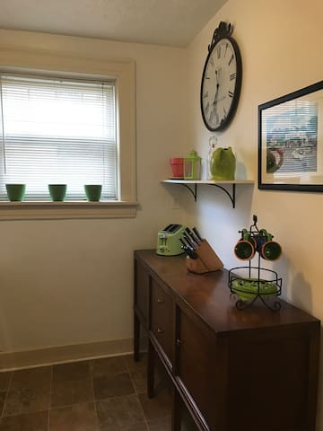 Entire Home 1BR ! Great Location - Akron  - Appartement