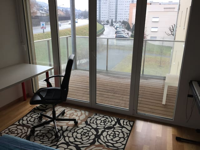 Bedroom with private balcony - Renens - Wohnung