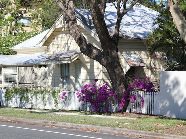 Heritage home in Indooroopilly - Indooroopilly - Casa