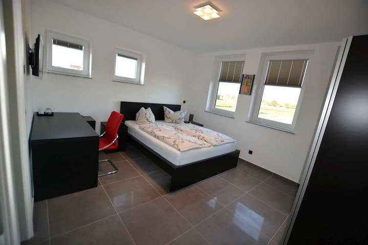 Nette moderne Pensionszimmer - Griesheim