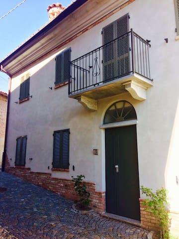 Bilocale in centro storico - Castagnito - Appartement