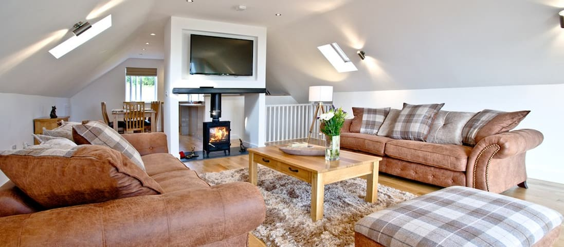 Glastonbury  5* Luxury 4 bed+Hot Tub + Transport - Somerset - Rumah