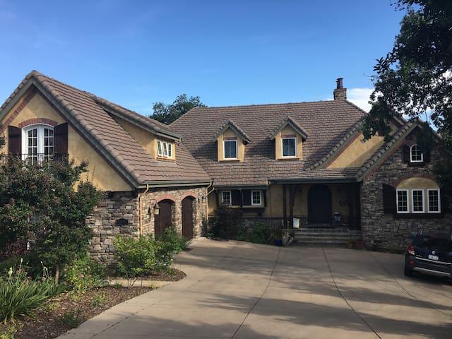 Hobbit House on Placer Wine Trail - Auburn