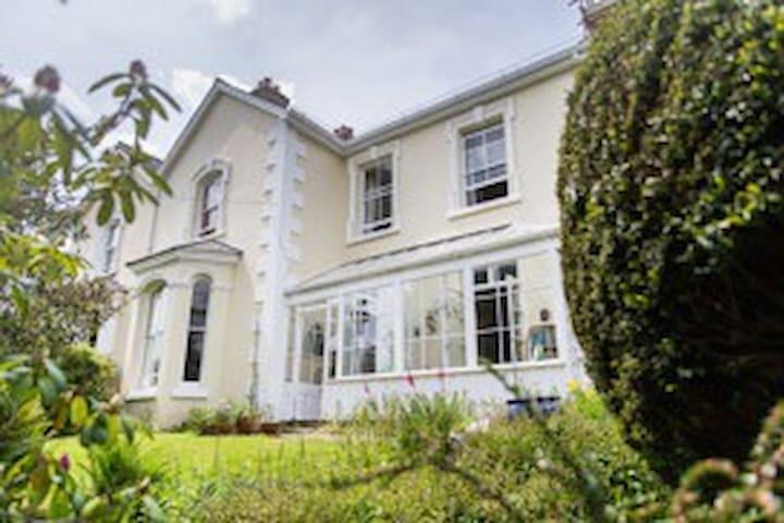 Elegant Victorian family home. - Tavistock