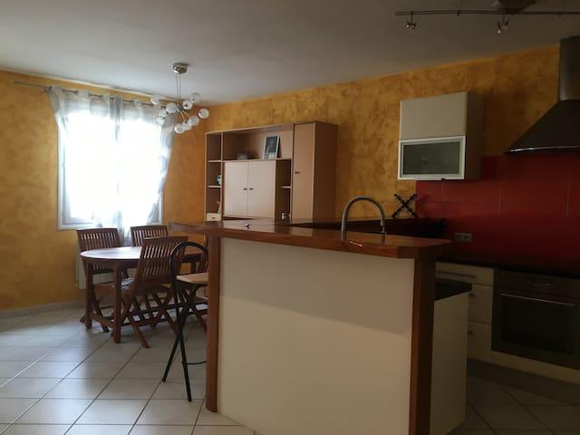 Maison de bourg T3 centre Chatel-Guyon,Riom,Volvic - Châtel-Guyon - Ev