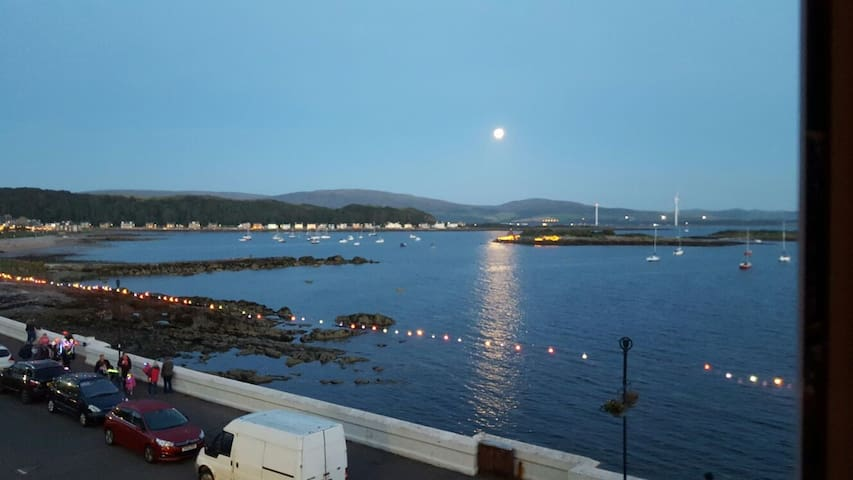 Beautiful Seafront Apartment - Millport - Lägenhet