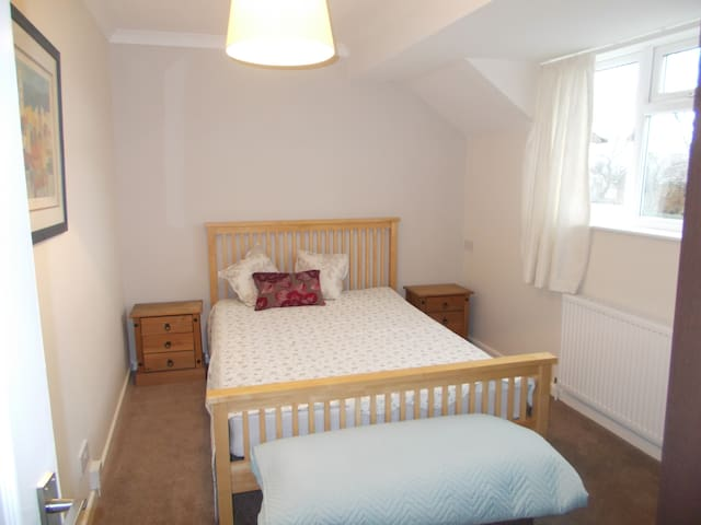 DOUBLE ROOM -  VILLAGE LOCATED YORKSHIRE WOLDS WAY - Cherry Burton - Huis