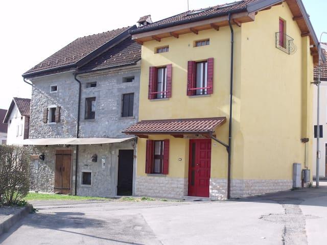 House Alpago Dolomiti Lago di Santa Croce Cansigli - Sitran - Casa