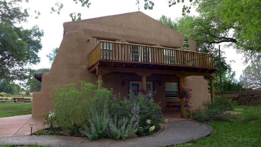 Lovely Adobe Artist's Studio/Loft - Bosque Farms - Huis