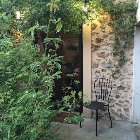 Annexe avec salle de bain et WC en rez de jardinet - Magny-les-Hameaux