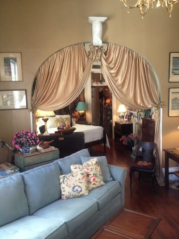 House of DuBois.. as if Blanche lived here herself - Nueva Orleans - Bed & Breakfast