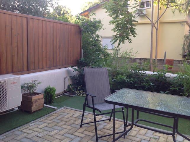Dimitris' cosy studio with garden - Cholargos