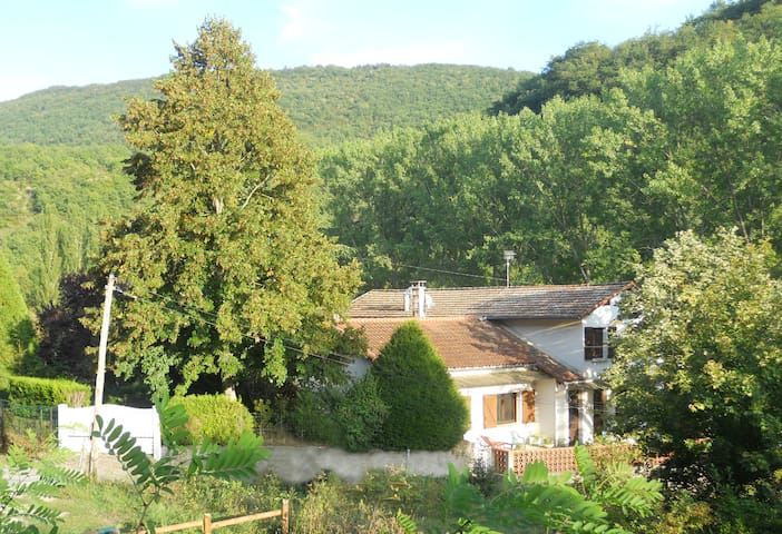 Country home, 2mn from downtown - Saint-Affrique - Apartemen