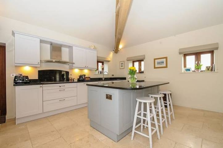 Converted barn in Chichester/near Goodwood - Chichester - Hus