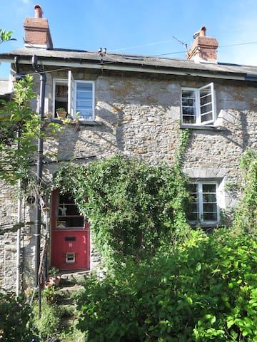 Victorian cottage in funky Totnes - Totnes - Hus