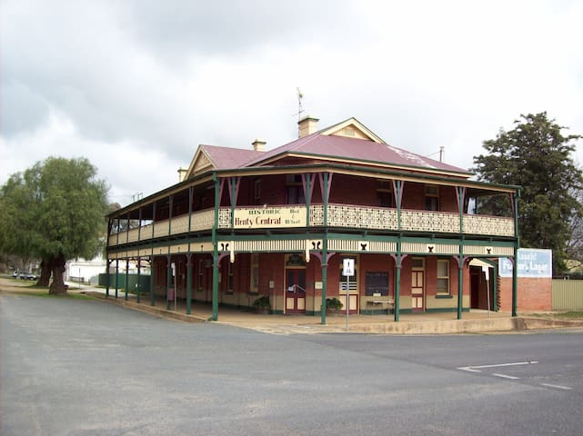 Henty Central Bed and Breakfast - Henty