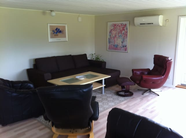 Exellent nice cottage with sea view and forest - Torrig - Casa