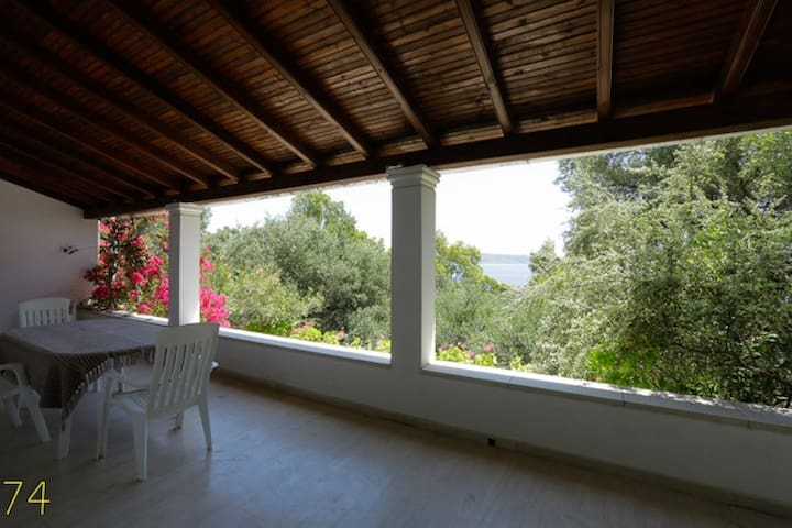 The Guest House on the Beach, Kerassia,North Corfu - コルフ島 - 一軒家