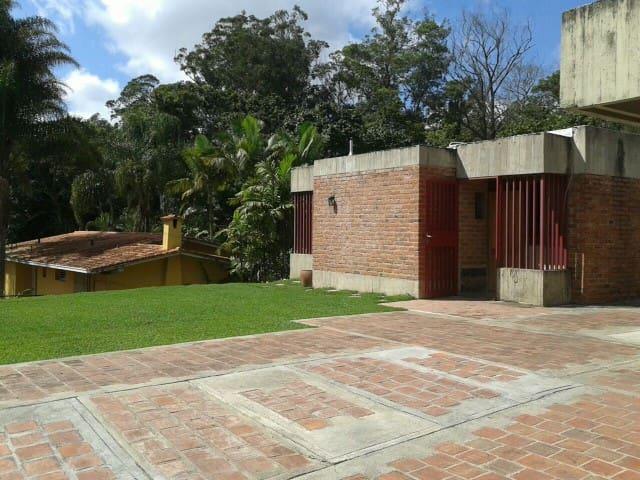 Acogedor alojamiento en el Sureste de Caracas - Caracas