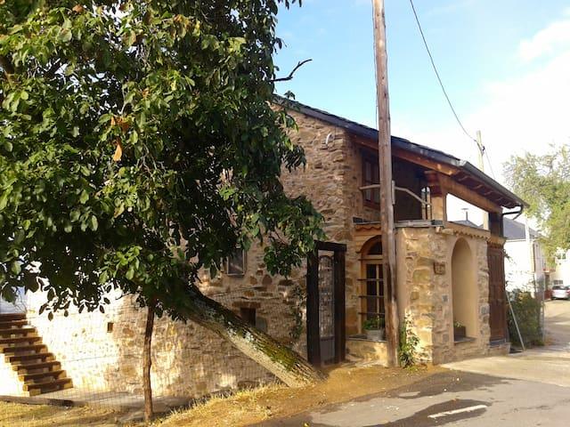 Casa jardín grande, pueblo pequeño. Bierzo, León - Tedejo - Talo