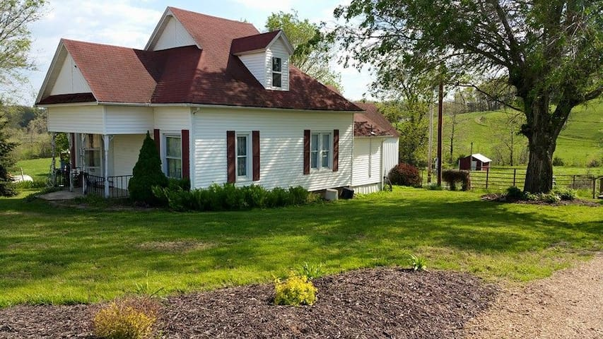 A Relaxing Country Retreat at Hope Springs Farm - Hartville - Huis