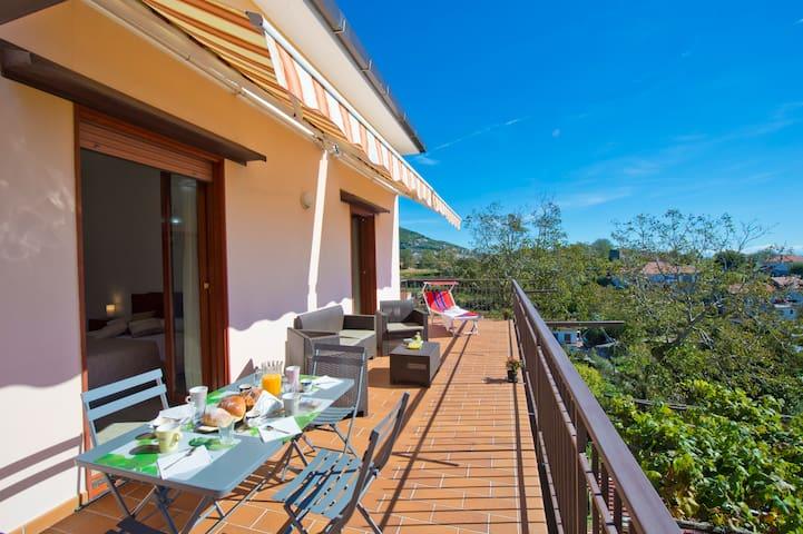 Appartamento intero con terrazzo - Pianillo - アパート