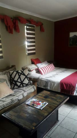 Cosy self catering garden cottage - Centurion
