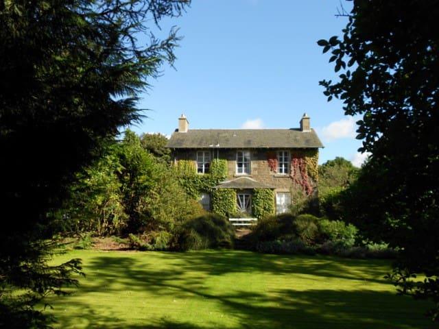 Downfield House & Garden - Ladybank