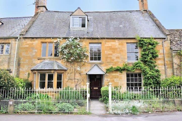Luxury Cotswold cottage sleeps 12 - Moreton-in-Marsh - Huis