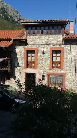Casa en los Picos de Europa, entre mar y montaña. - Asturias - Casa