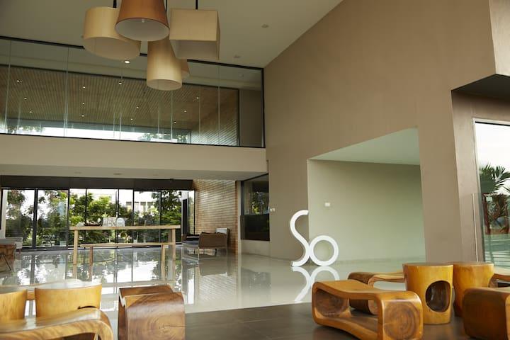 So Boutique serviced apartment (ABAC BANGNA) - bang bo district - Huoneisto