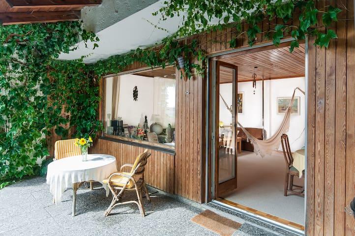 Beautiful House in the countryside - Tuntenhausen - Hus