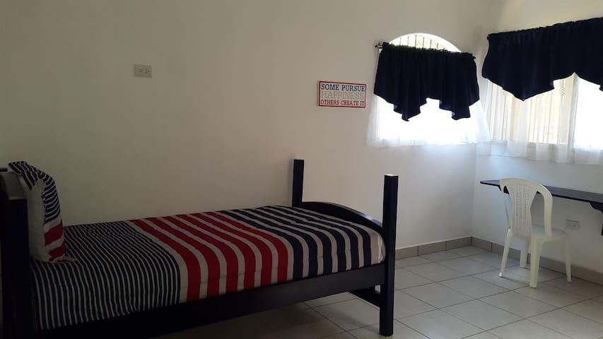 College Inn- Single Room #3 - San Marcos - 家庭式旅館