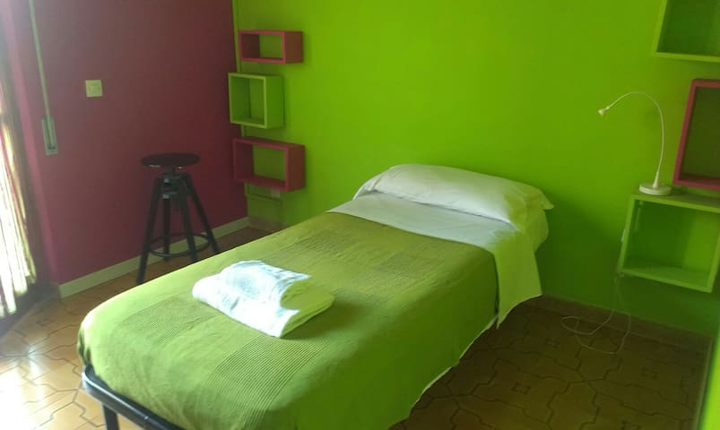 Close to the airport sing bed wifi - Fiumicino, Roma - Bed & Breakfast