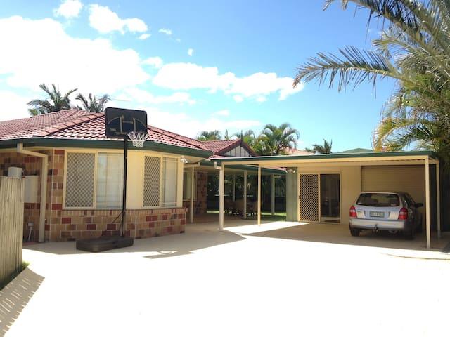Cheap Warm and Friendly family home - Tingalpa - Haus