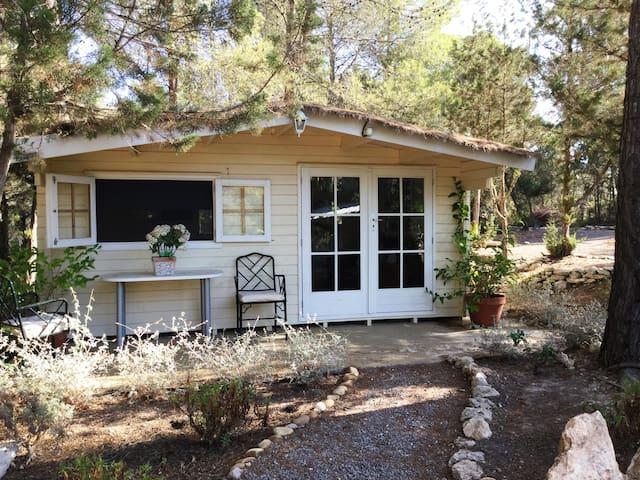 little wooden cottage - Eivissa - Casa