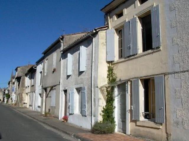 Monségur,  Gironde, Nouvelle Aquitaine - Monségur