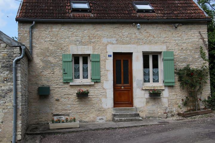 LE BOURGUIGNON - Tanlay - Rumah