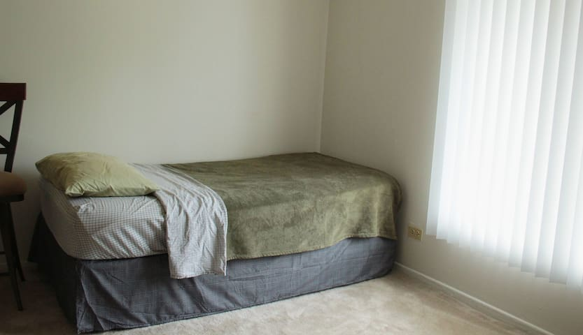 Pleasant bed/ bath Free Parking - Lombard - Leilighet