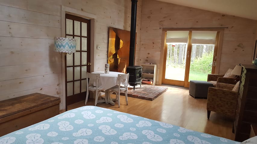 Studio in Sweet Cottage Style Home, roomy/fresh - Lincolnville - Hus
