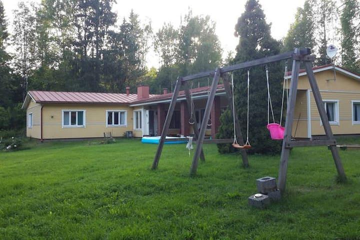 Большой загородный дом - Pyhtaa  - Casa