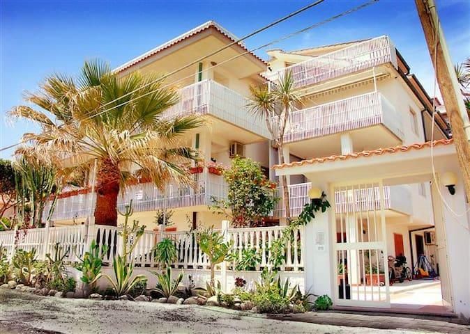 1p Appartamento in villa sul mare -Apart. near sea - Bova Marina - Appartement