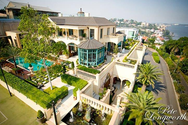 Opulent Mansion in Brisbane's Heart - Queen Room 2 - Hamilton - Ev