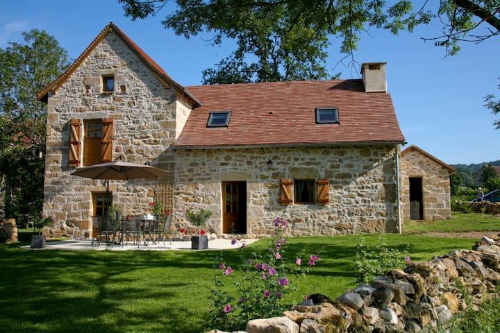 charming gîte, authentic, comfort, quiet, Quercy - Frontenac - Service appartement