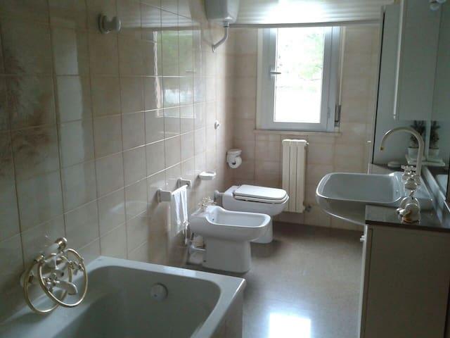 stanza e bagno privato - Uso cucina - Ascoli Piceno