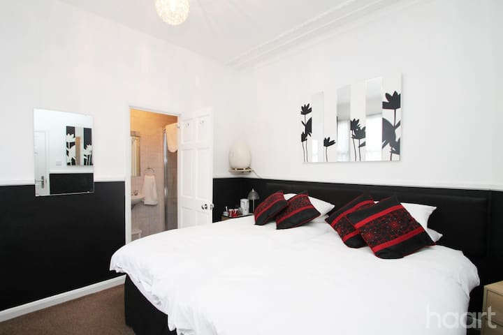 Private Room, literally 2 mins from sea - Southend-on-Sea - Hus