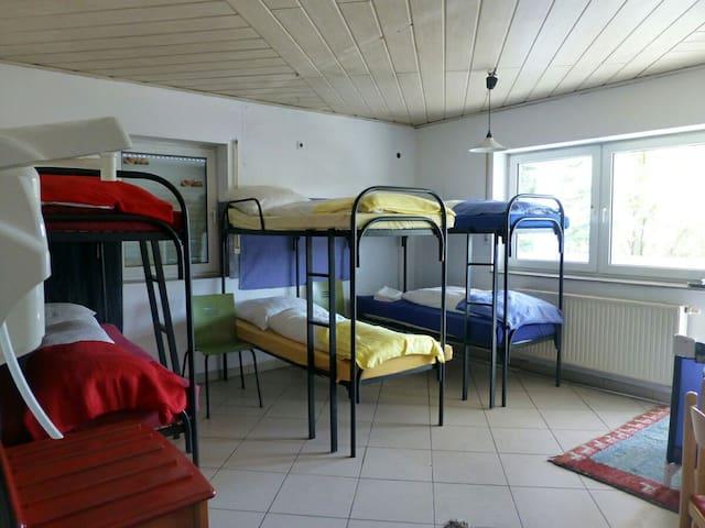 Günstiges 6-Bettzimmer für Gruppen - Münnerstadt - Casa