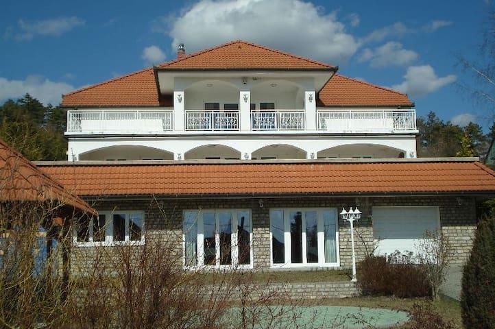 Villa Attila - Vonyarcvashegy