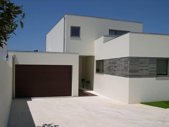 Campo e praia - Grijó - Huis